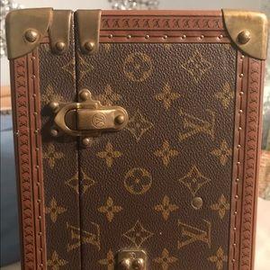 Louis Vuitton Monogram Bisten hardsided Suitcase